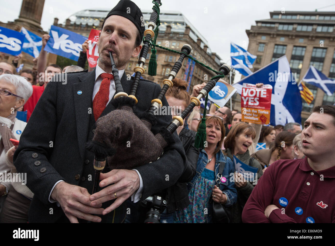 Pro-Scottish Independence Yes supporters in George Square in the week of the  Scottish Independence referendum, Stock Photo