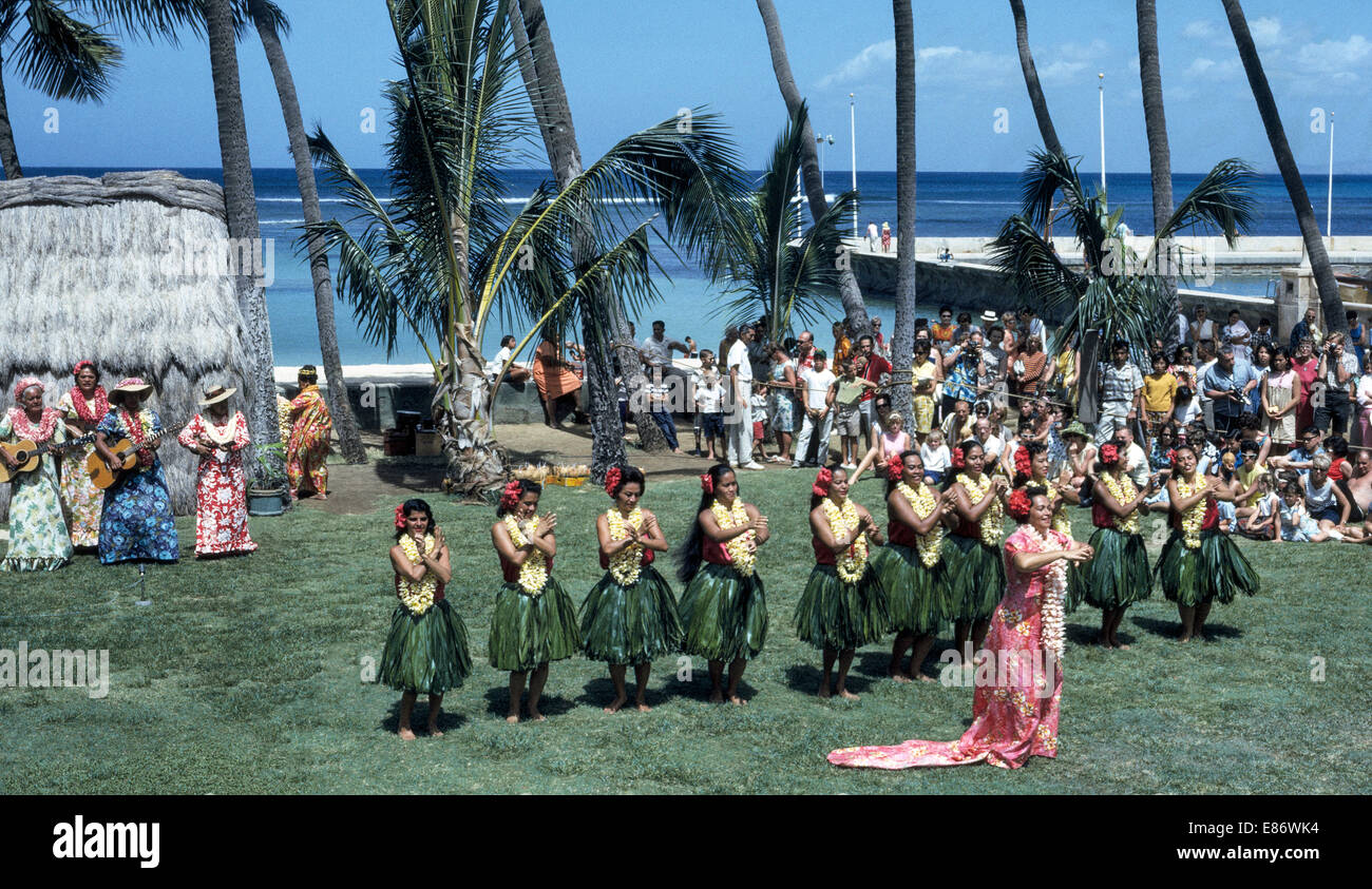 The famous Kodak Hula Show began in 1937 and was a 'must-see' attraction for visitors to Honolulu, Hawaii, - Stock Image