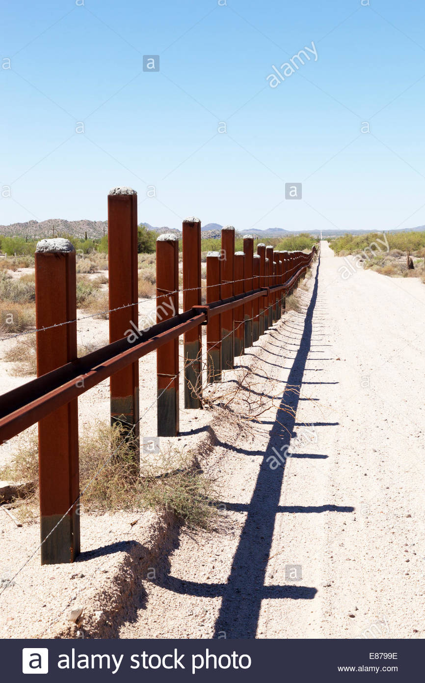 Vehicle Barrier Fence on US Mexico Border in southern Arizona - Stock Image