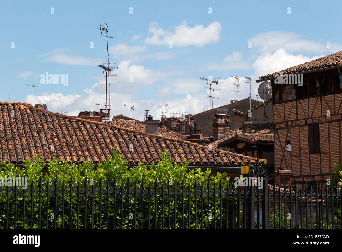 Ariel Photography - Medieval timber framed buildings jostle for position with ariels and satellite dishes in Albi, - Stock Image