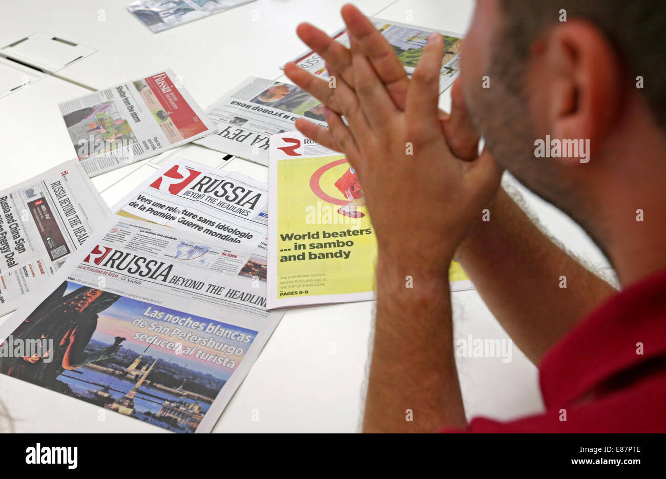 MOSCOW, RUSSIA. OCTOBER 2, 2014. An employee at the offices of the 'Russia Beyond the Headlines' (RBTH) - Stock Image