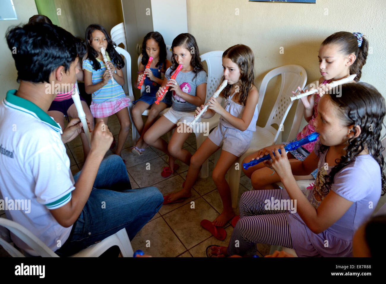 Music lessons, children learning to play the recorder, Ponta da Serra, Crato, State of Ceará, Brazil - Stock Image
