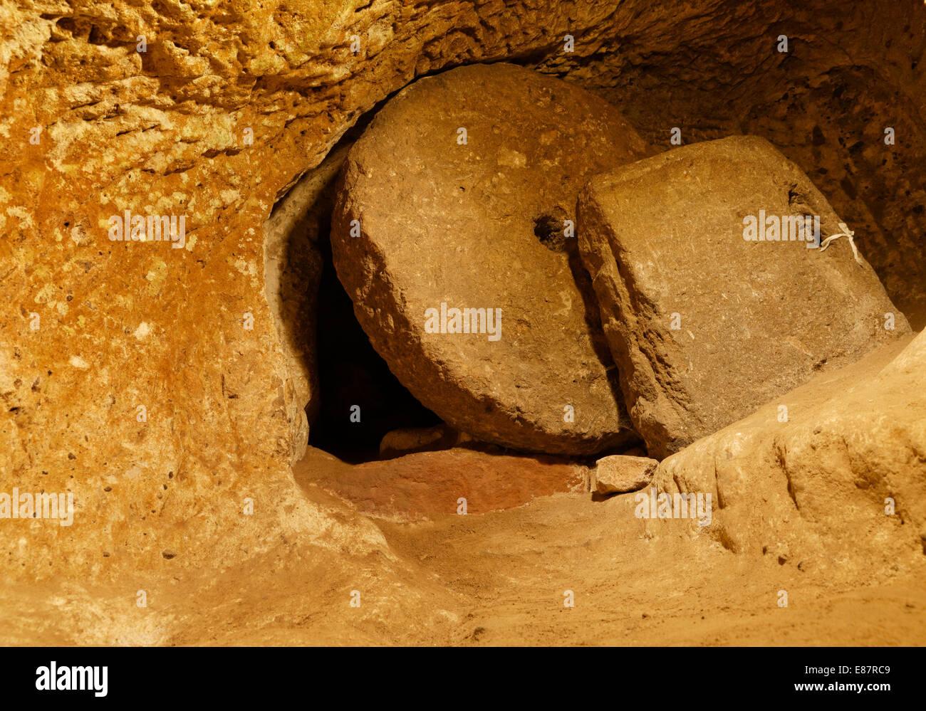 Door with a rolling stone, Derinkuyu Underground City, Nevşehir Province, Cappadocia, Central Anatolia Region, Anatolia, - Stock Image