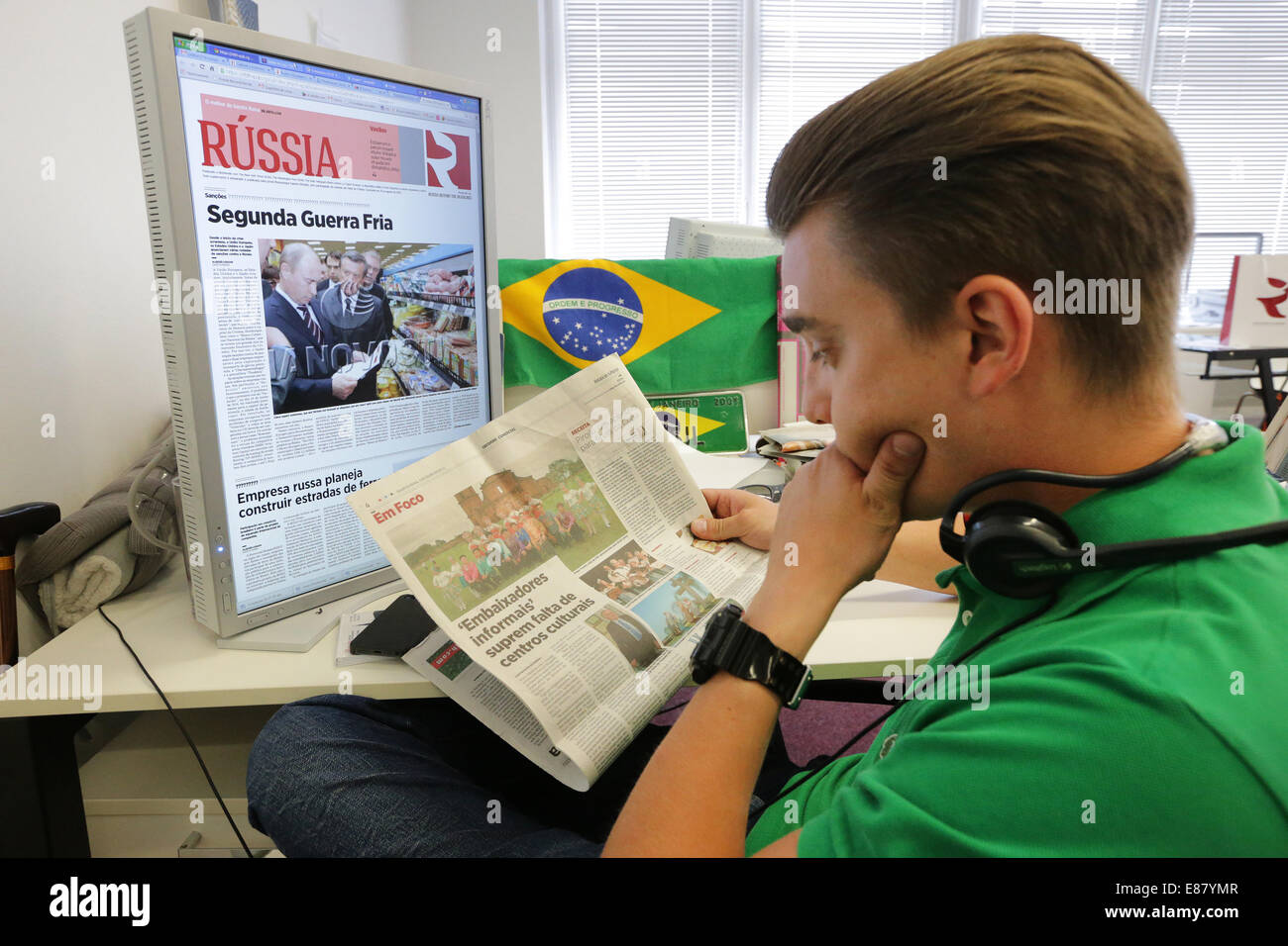MOSCOW, RUSSIA. OCTOBER 2, 2014. An employee reading a newspaper at the offices of the 'Russia Beyond the Headlines' - Stock Image