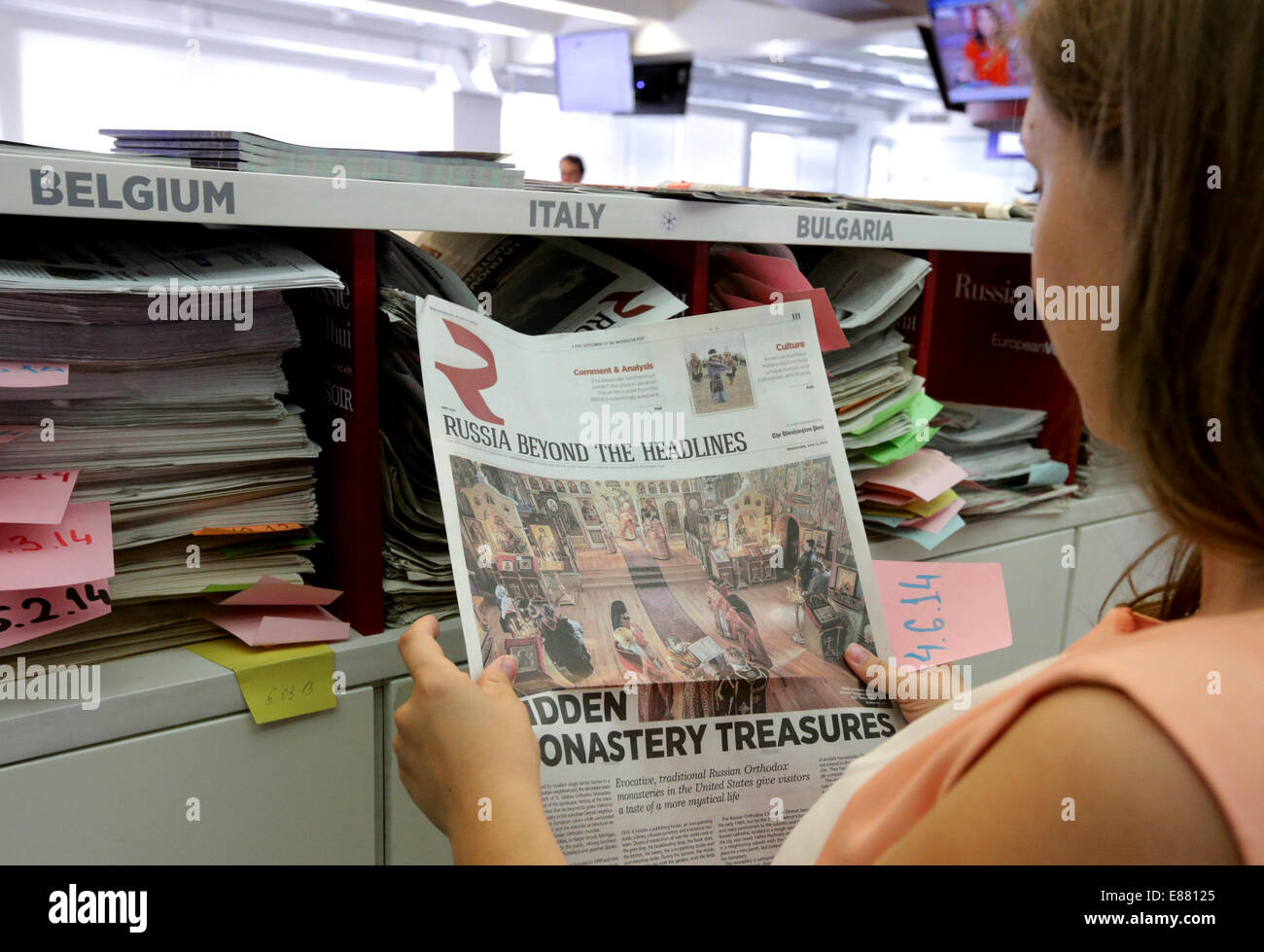 MOSCOW, RUSSIA. OCTOBER 2, 2014. A girl reading a newspaper at the offices of the 'Russia Beyond the Headlines' - Stock Image