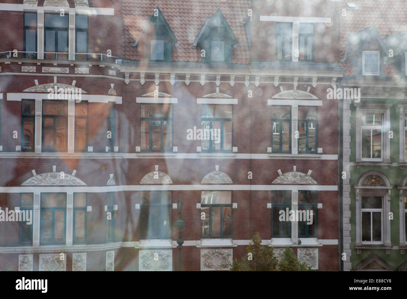 View through a dirty window pane, Lindener marketplace, Hanover, Lower Saxony, Germany, Europe, Blick durch eine - Stock Image