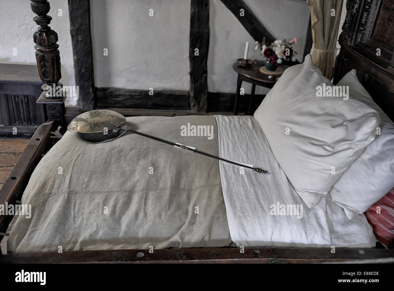 Anne Hathaways cottage and the marital bed she shared with her husband William Shakespeare. Stratford upon Avon - Stock Image