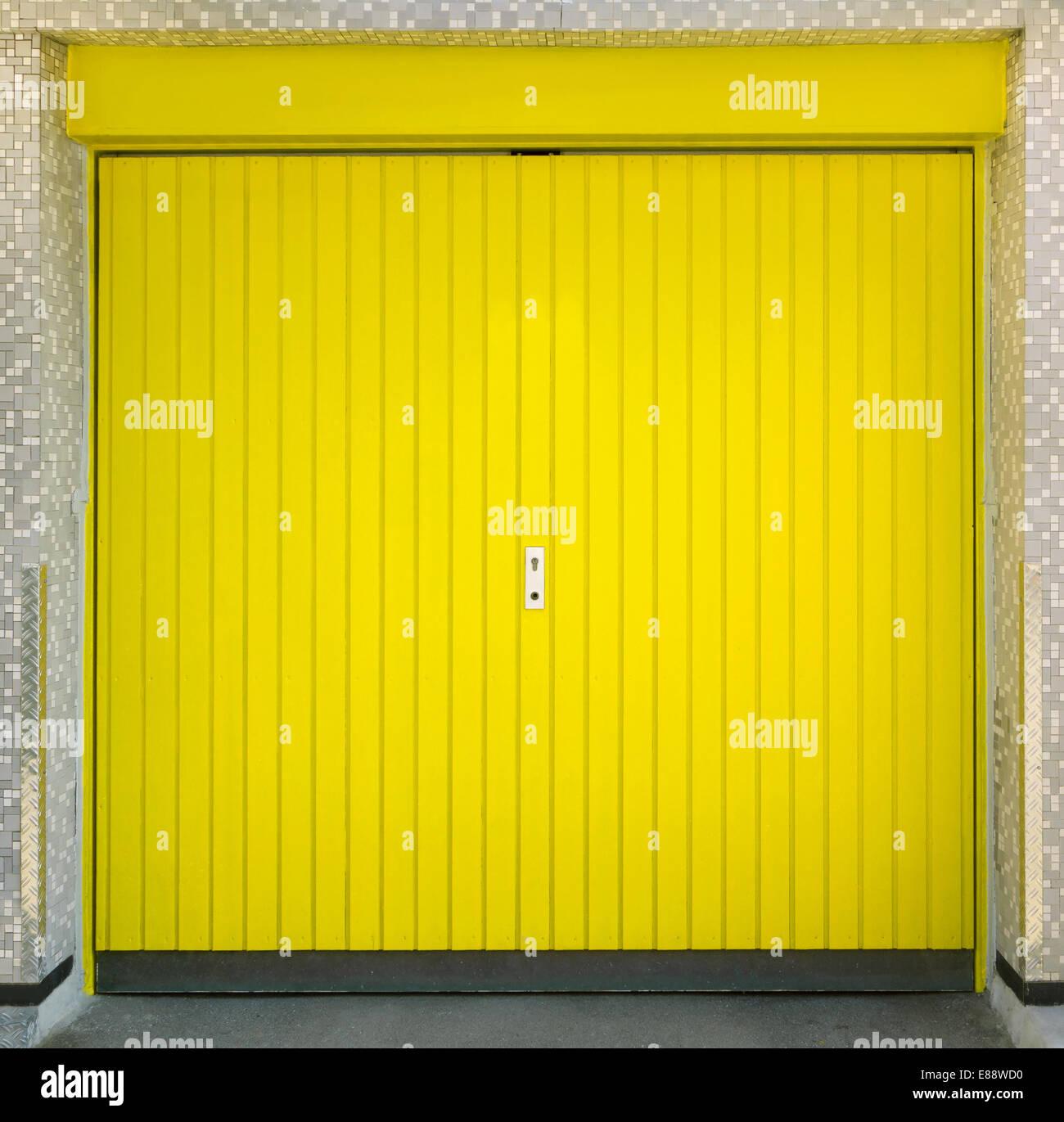 Yellow Garage Door Stock Photo Alamy