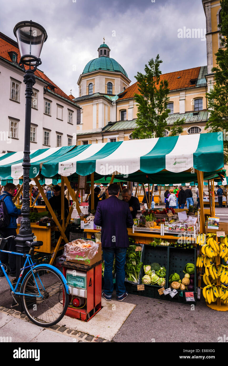 Ljubljana Central Market on a Saturday in Vodnikov Trg, Ljubljana, Slovenia, Europe - Stock Image