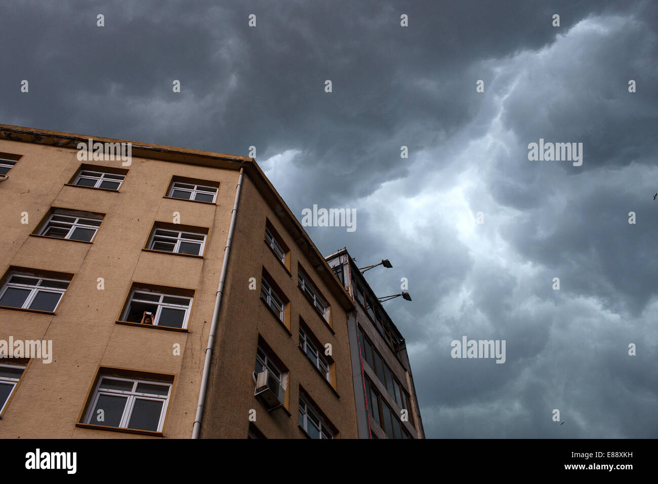 Dark clouds on the sky before thunderstorm in Aksaray, Istanbul, Turkey - Stock Image