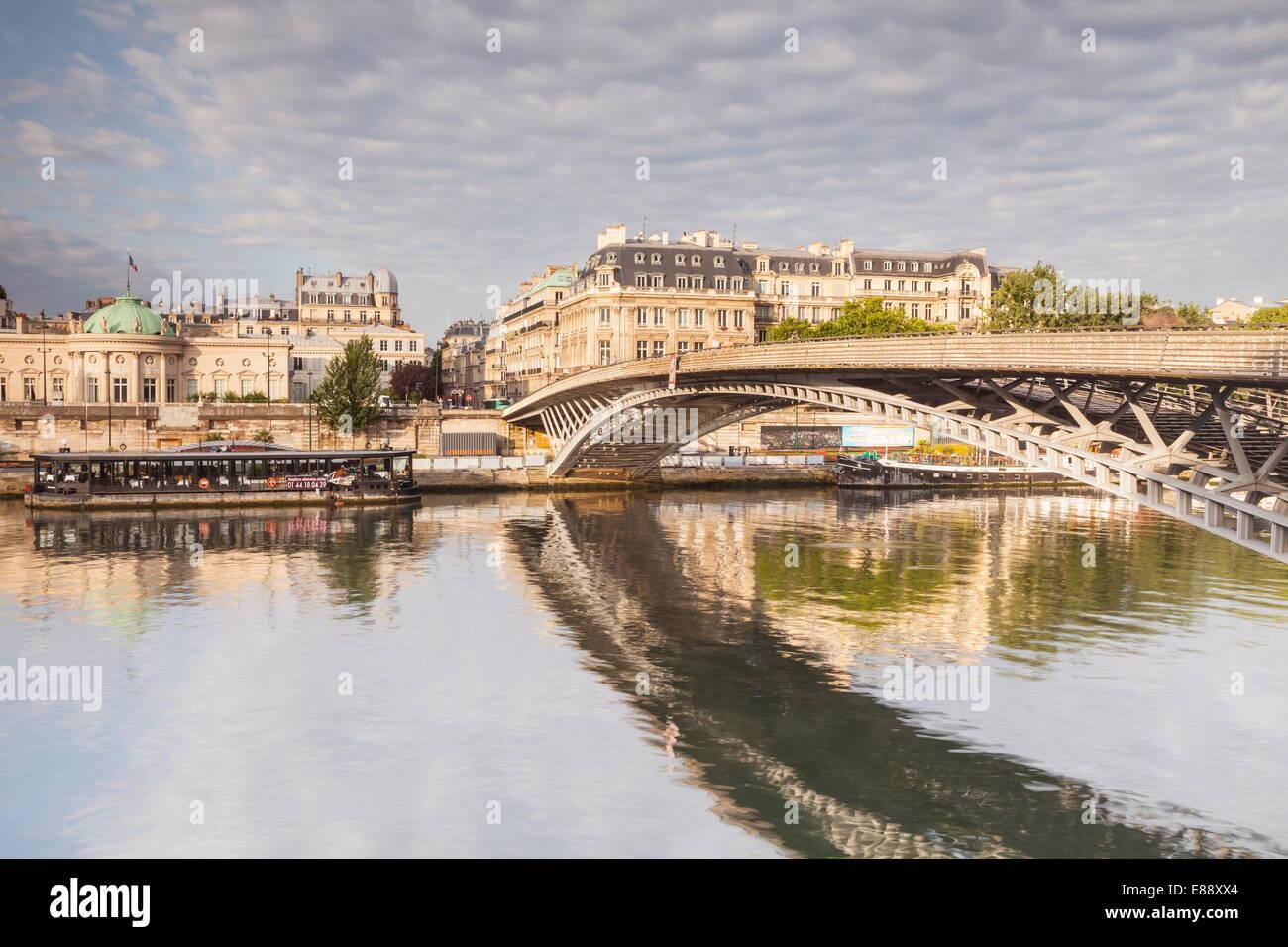 The Passerelle Leopold-Sedar-Senghor, a footbridge over the River Seine, 7th arrondissement, Paris, France Stock Photo