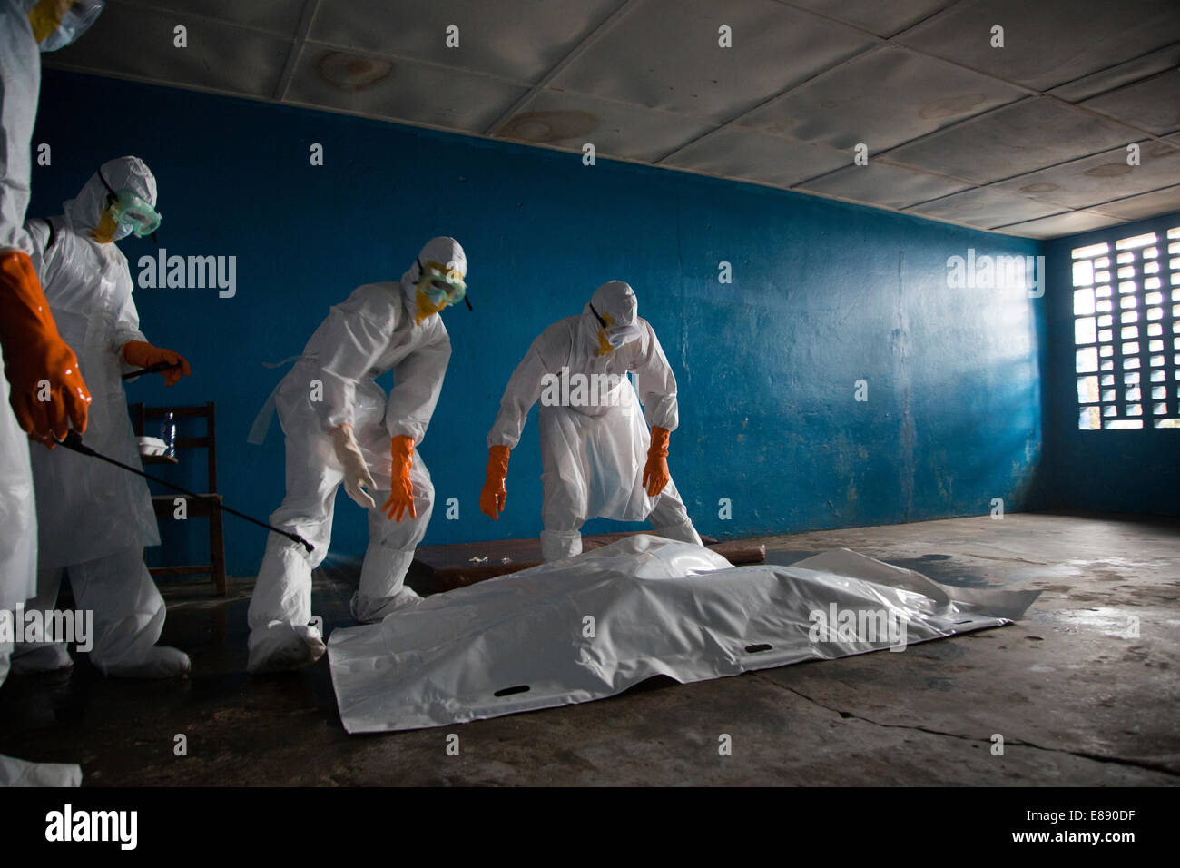 Body removal team preps a body to be removed from the West Pont facility. West Point is a district of Monrovia Liberia - Stock Image
