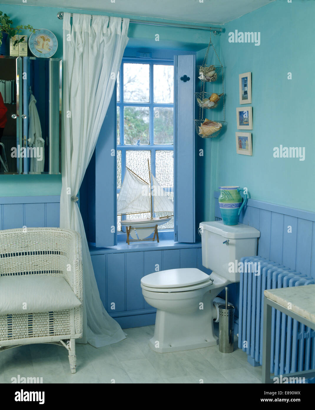Bathroom With Tongue And Groove Stock Photos & Bathroom With Tongue ...
