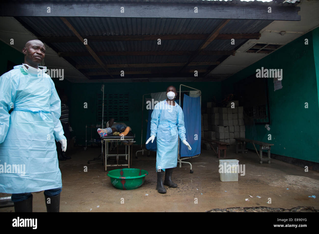 Dolo Town Health Clinic which currently has three Ebola patients. On the operating table lays a man who almost bled - Stock Image