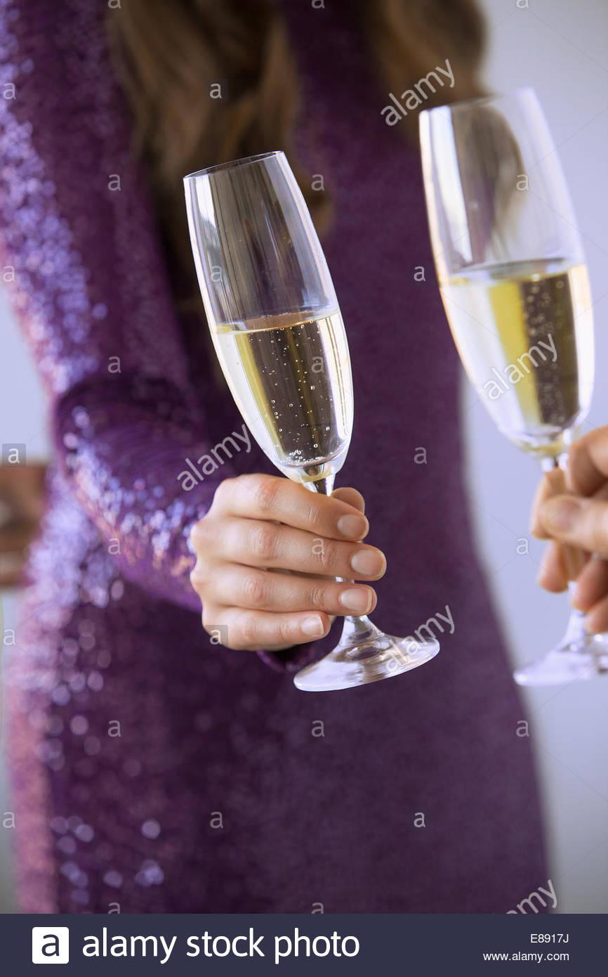 Couple toasting champagne flutes - Stock Image