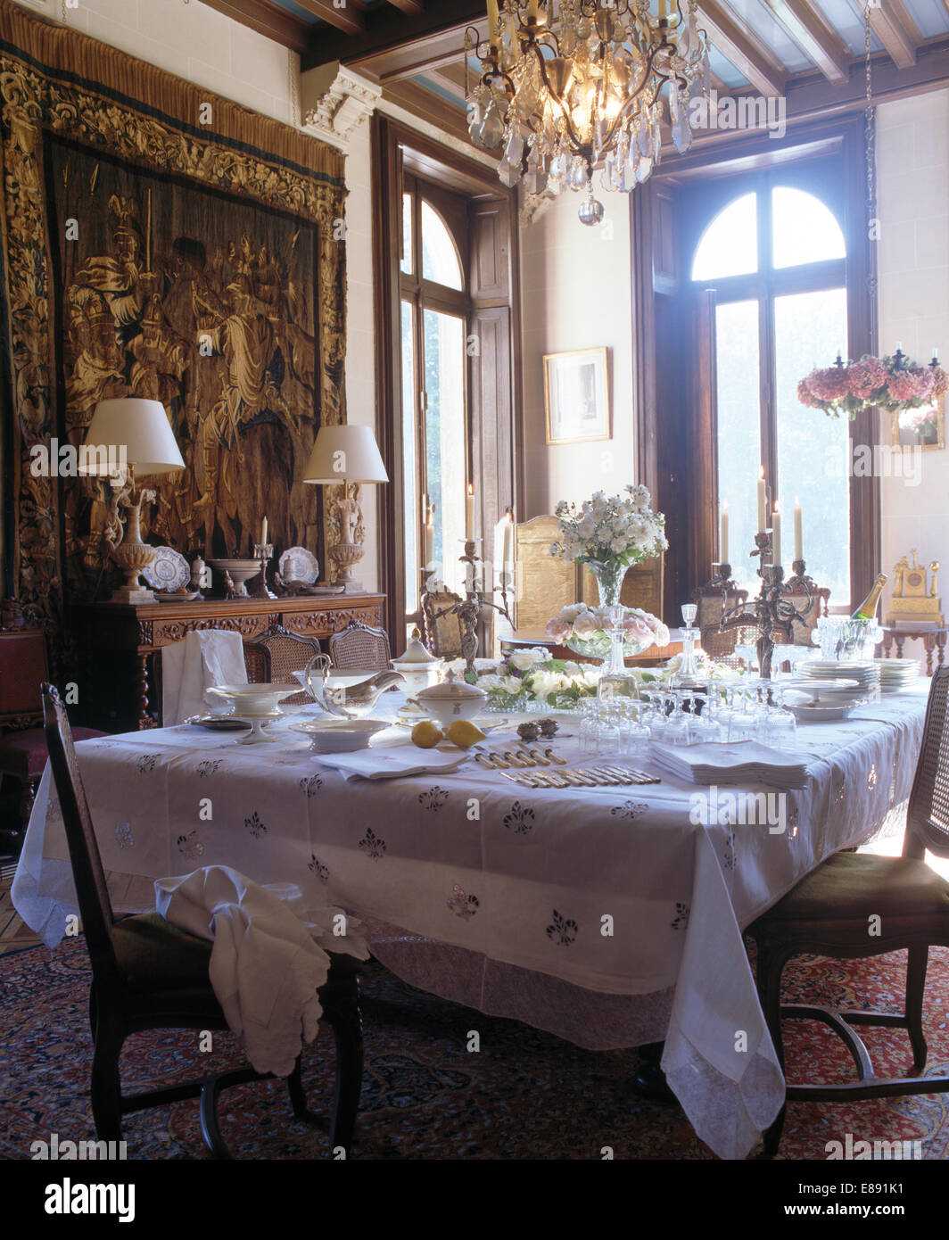https://c8.alamy.com/comp/E891K1/pale-grey-cloth-on-table-set-for-lunch-in-french-country-dining-room-E891K1.jpg