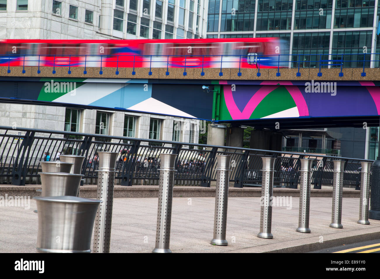 The Docklands light railway at Canary Wharf heading south - Stock Image