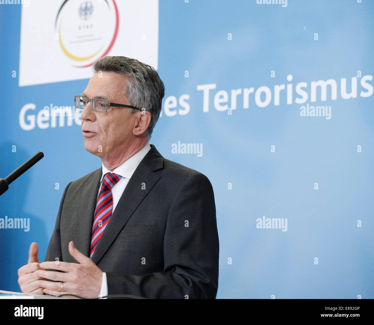 Berlin, Germany. 2nd October, 2014. Federal Minister of the Interior Thomas de Maizire informs in the GTAZ to the Stock Photo
