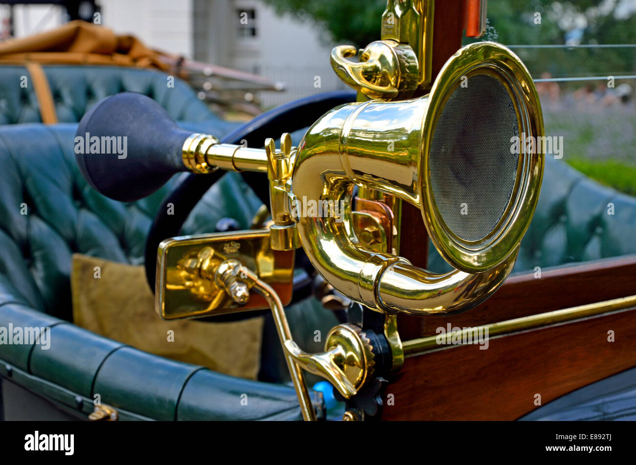 1913 Sunbeam 12/16 open Tourer (HY 77) Horn - Stock Image