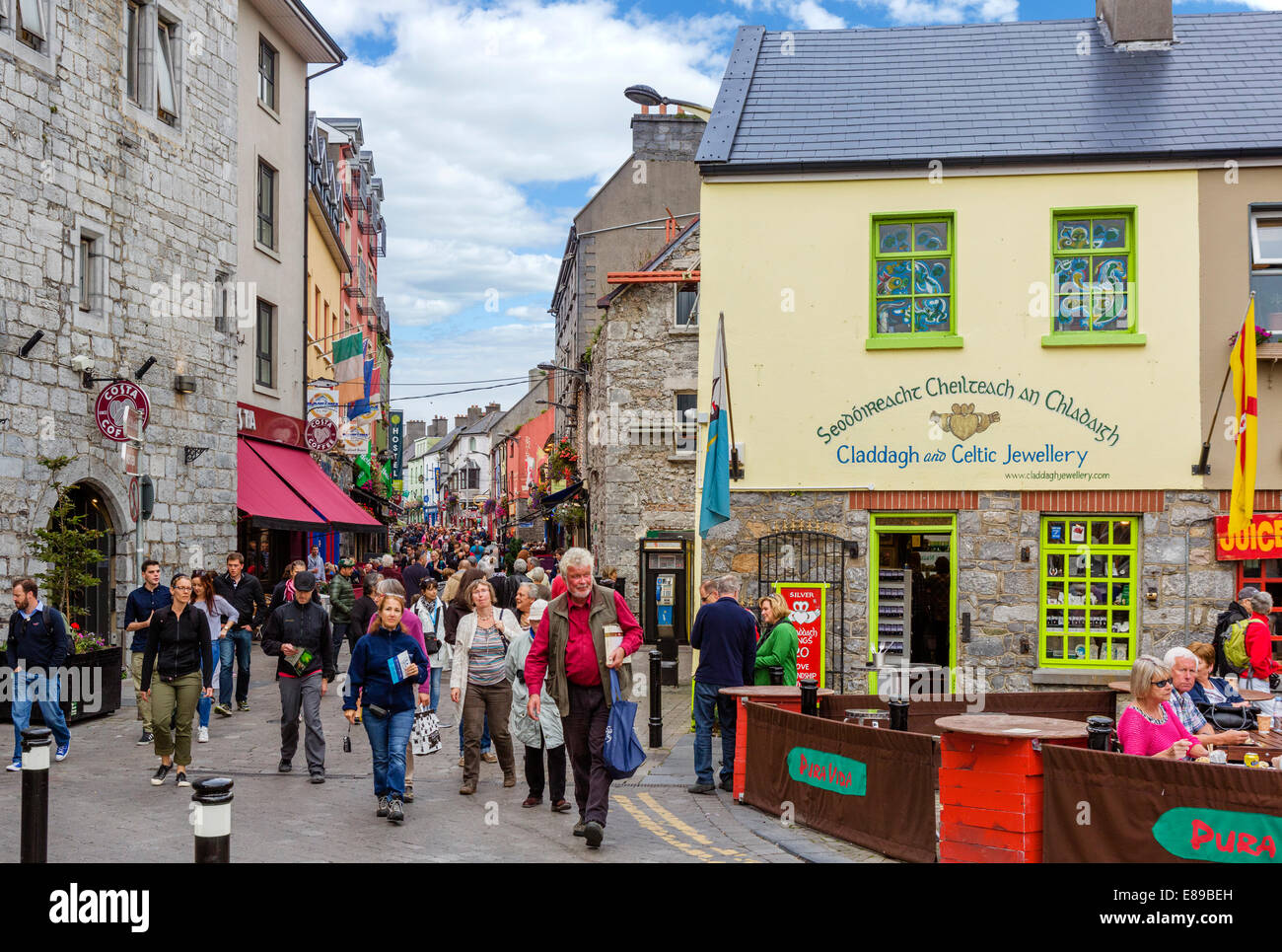 View down Quay Street in Galway City Latin Quarter, County Galway, Republic of Ireland - Stock Image