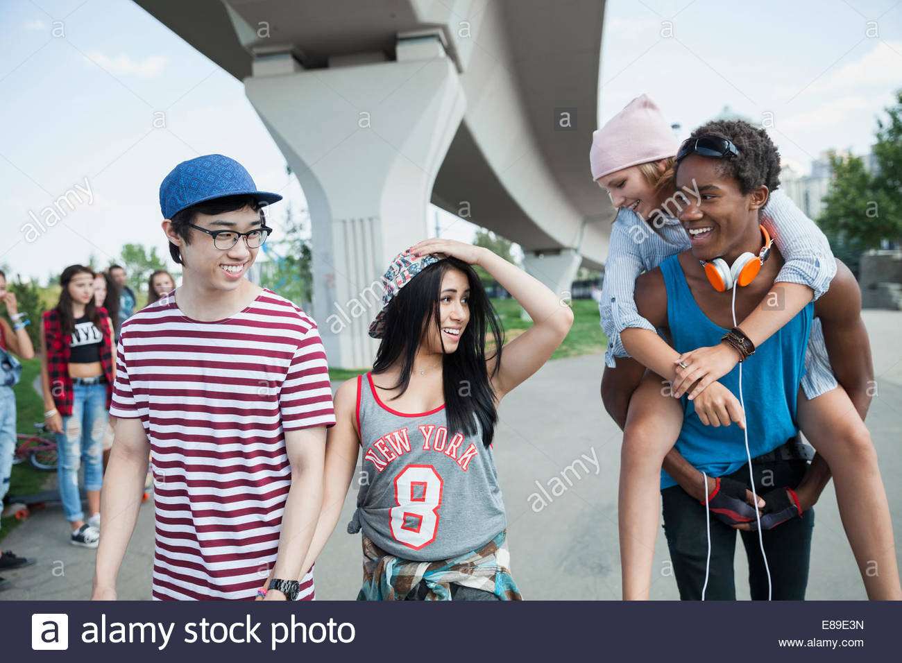 Teenage couples hanging out - Stock Image