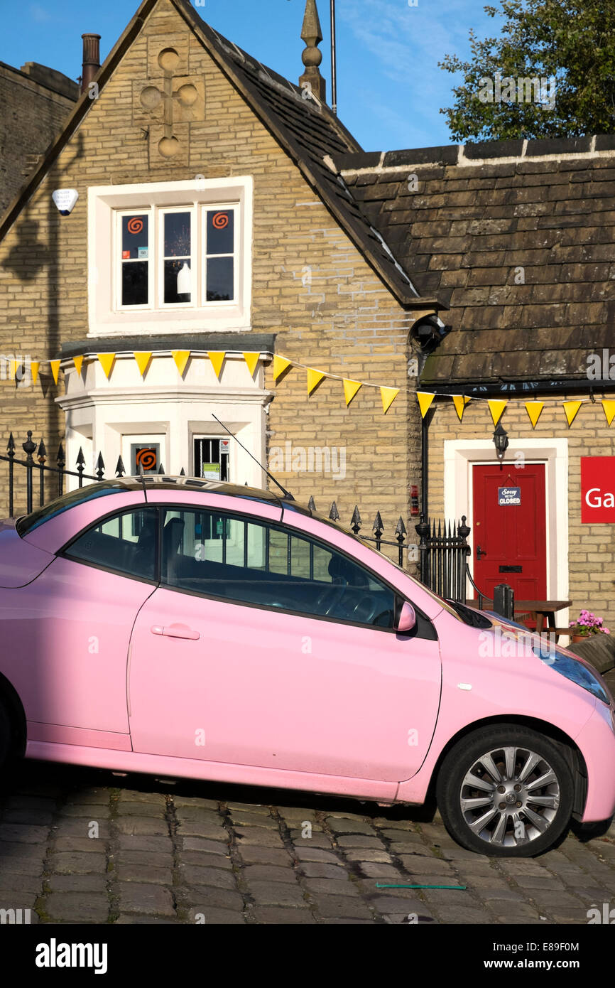 Pink car outside Gabriels café, Sowerby Bridge, West Yorkshire Stock Photo