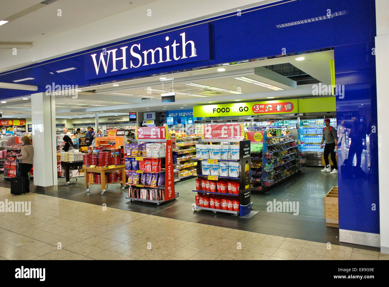 WH Smith shop store sign - Stock Image