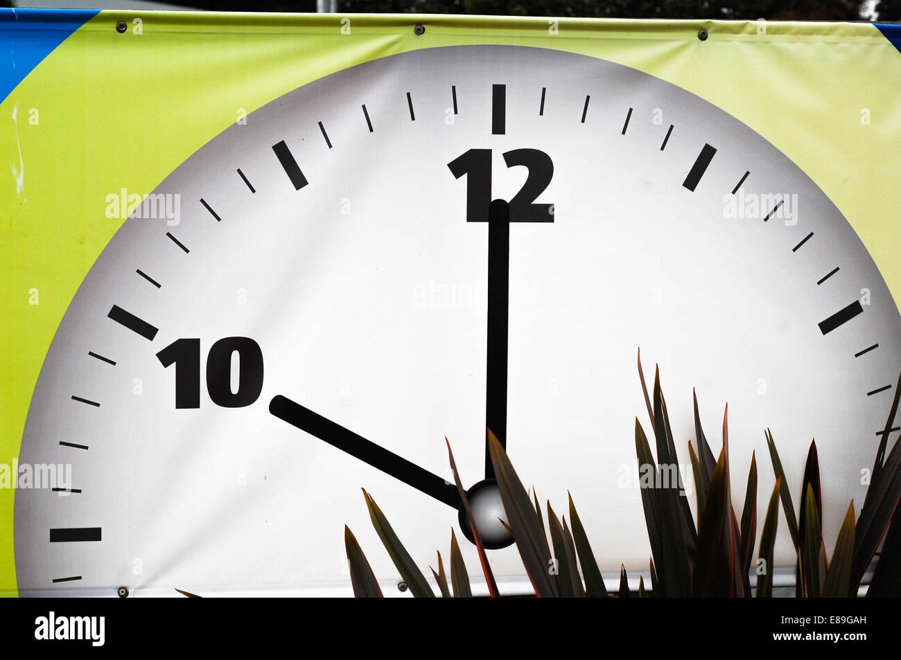 Clock face showing 10am - Stock Image