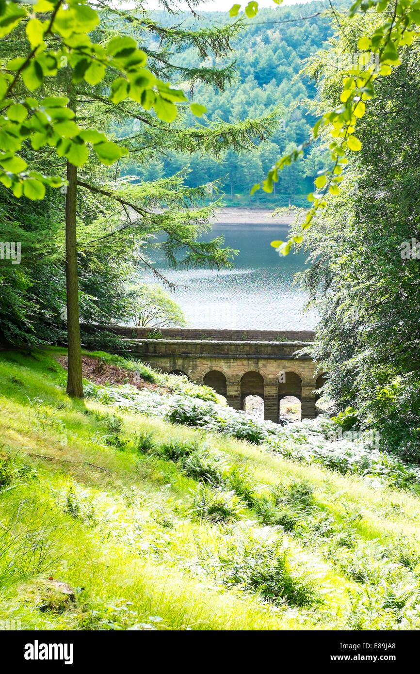 Bridge over Hollins Clough on east side of Upper Derwent Reservoir near dam (High Peak District) - Stock Image
