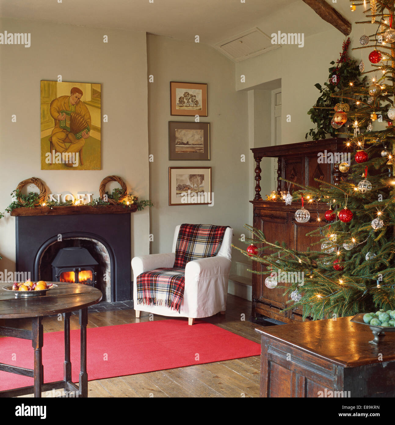Christmas tree in corner of living room with tartan rug - Christmas tree in living room ...