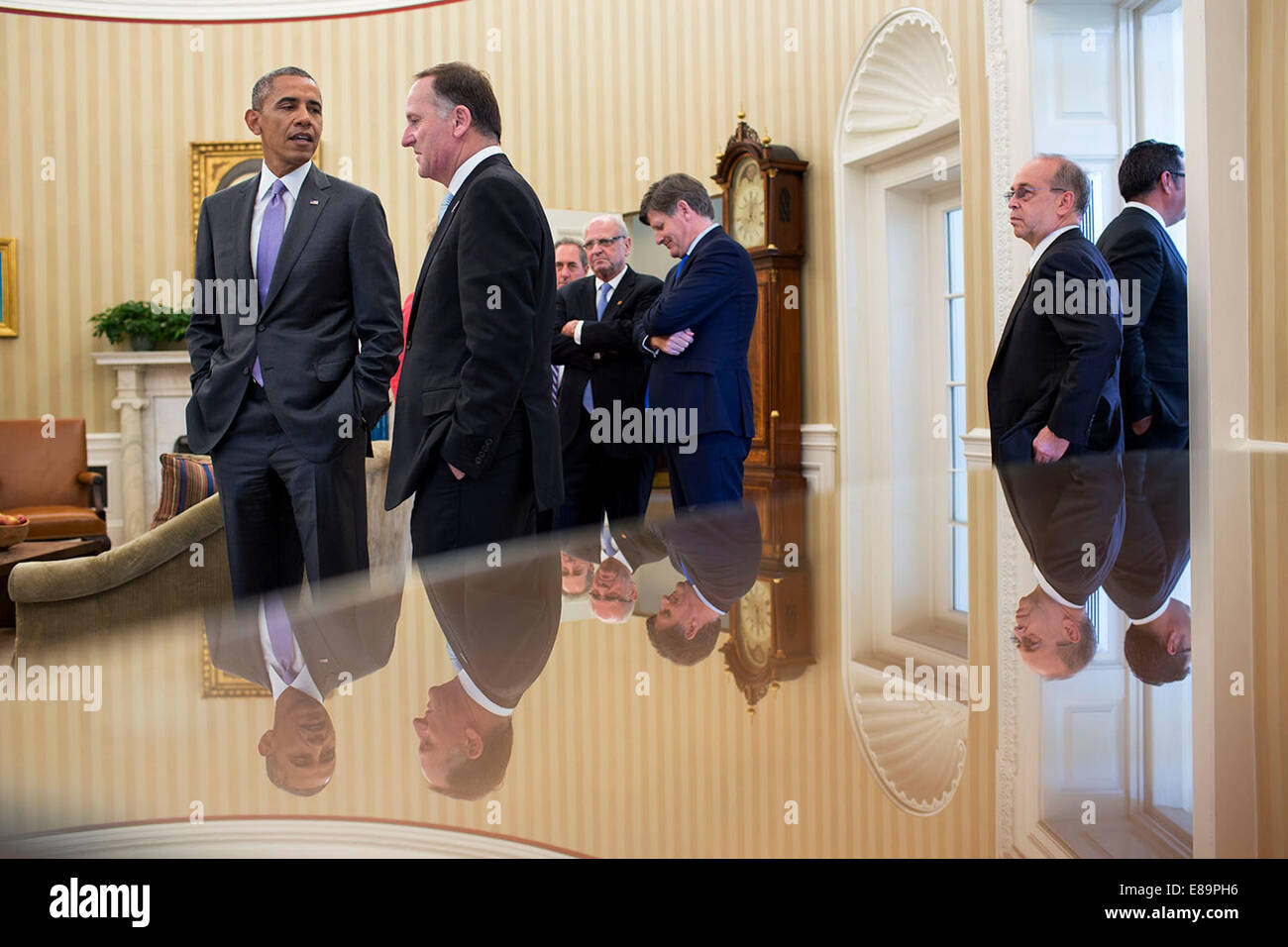 President Barack Obama talks with Prime Minister John Key of New Zealand in the Oval Office, June 20, 2014. - Stock Image
