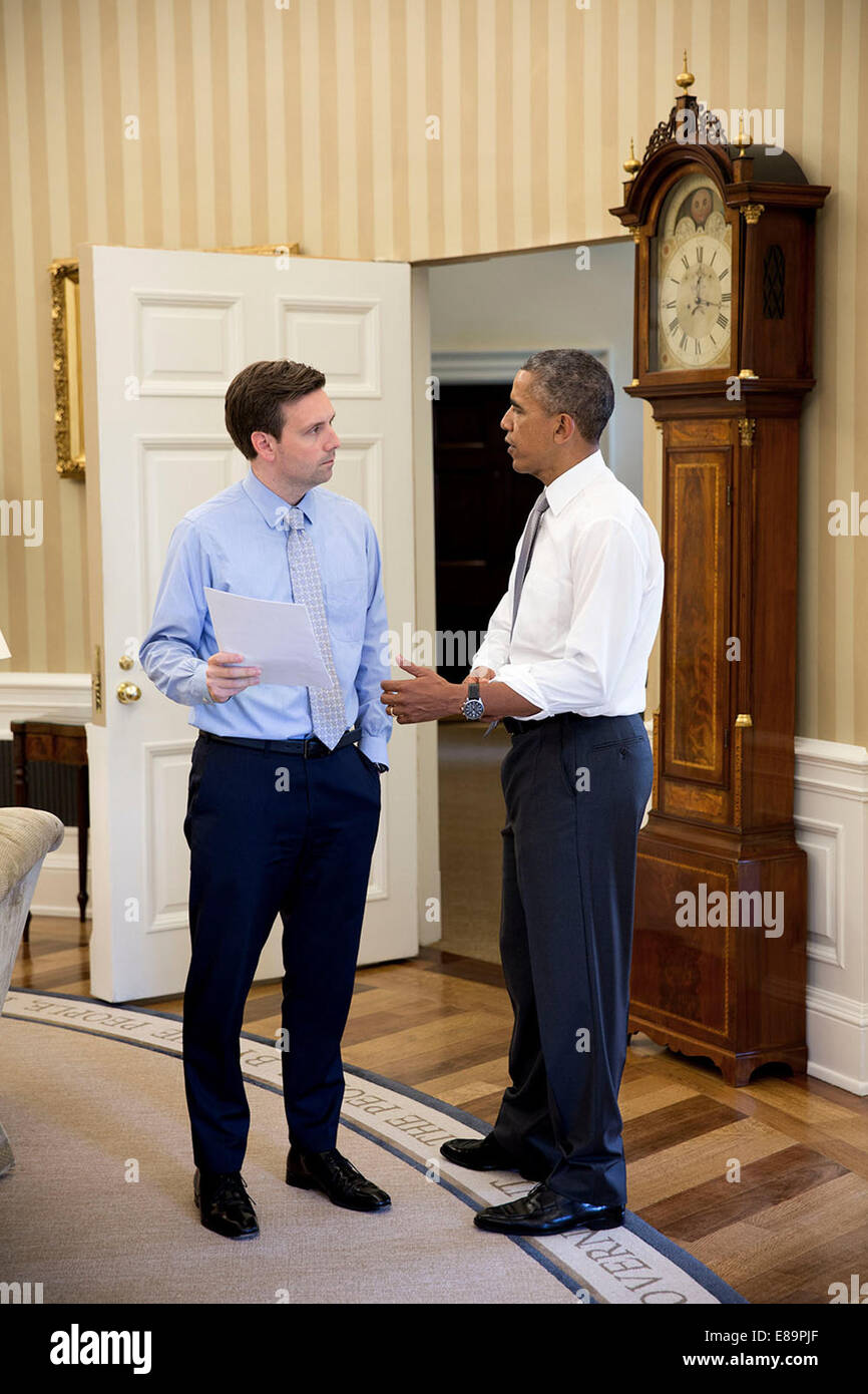 oval office july 2015. President Barack Obama Talks With Press Secretary Josh Earnest In The Oval Office, July 3, 2014. (Official White House Photo By Office 2015