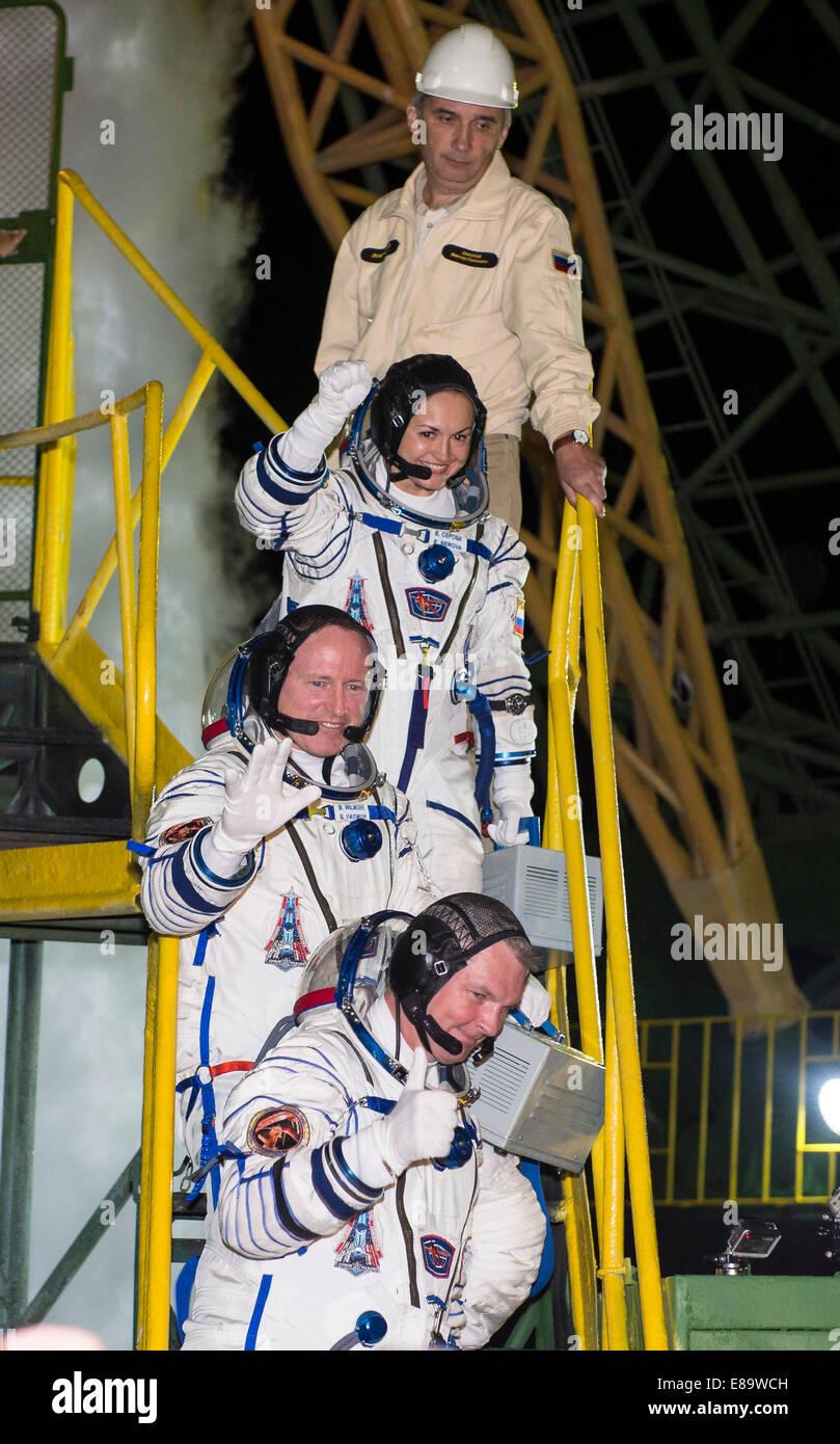 Expedition 41 Soyuz Commander Alexander Samokutyaev of the Russian Federal Space Agency (Roscosmos), bottom, Flight - Stock Image