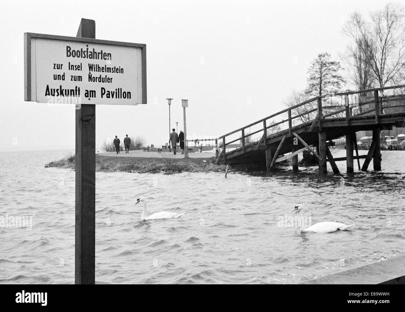 Seventies, D-Wunstorf, D-Wunstorf-Steinhude, Steinhuder Meer Nature Park, Lower Saxony, lake promenade, wooden bridge, - Stock Image