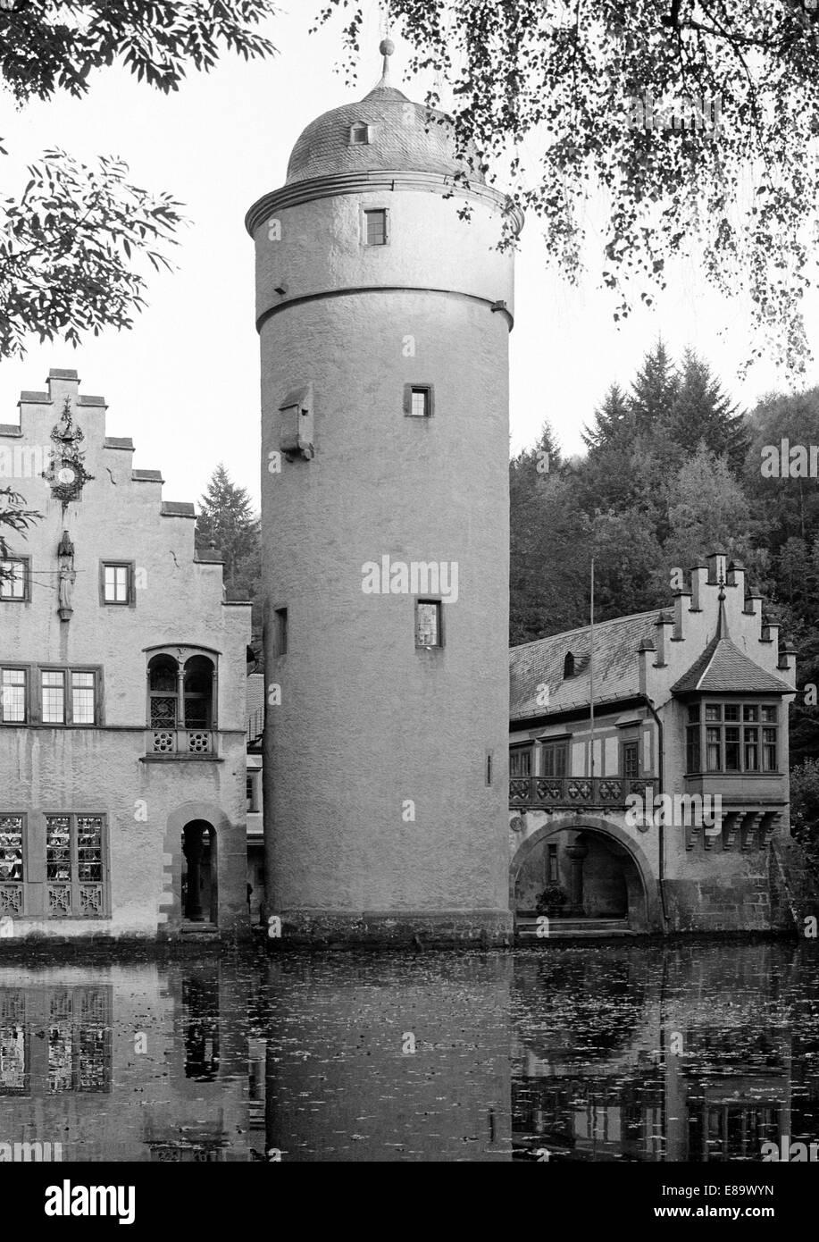 Siebziger Jahre, Wasserschloss Mespelbrunn im Spessart, Naturpark Bayerischer Spessart, Unterfranken, Bayern - Stock Image