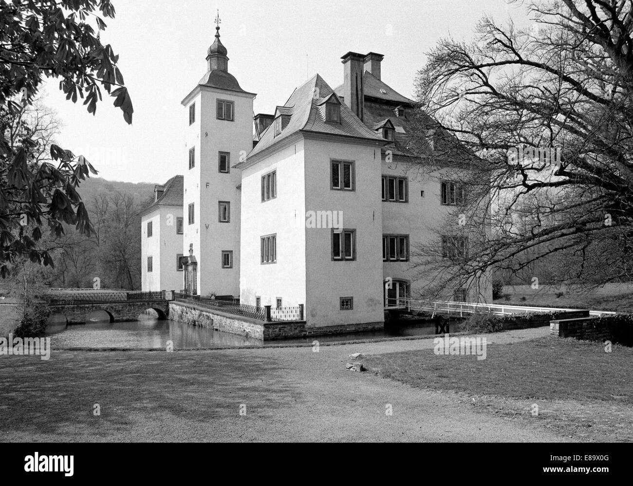 Achtziger Jahre, Barockschloss, Wasserschloss Laer in Meschede, Sauerland, Nordrhein-Westfalen - Stock Image