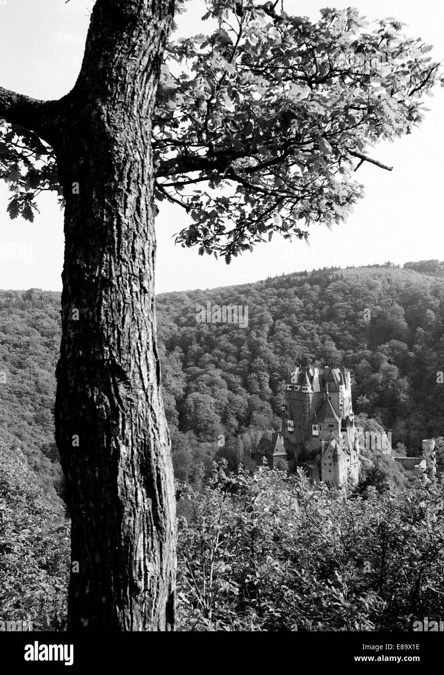 Achtziger Jahre, Burg Eltz in Wierschem, Eifel, Rheinland-Pfalz Stock Photo