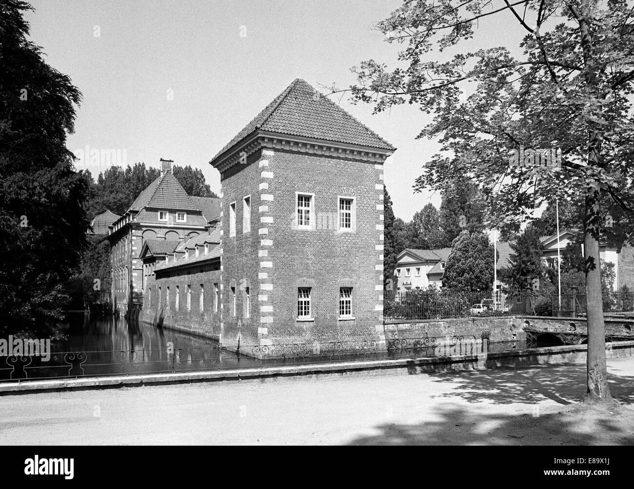 Achtziger Jahre, Wasserschloss in Velen, Muensterland, Nordrhein-Westfalen - Stock Image