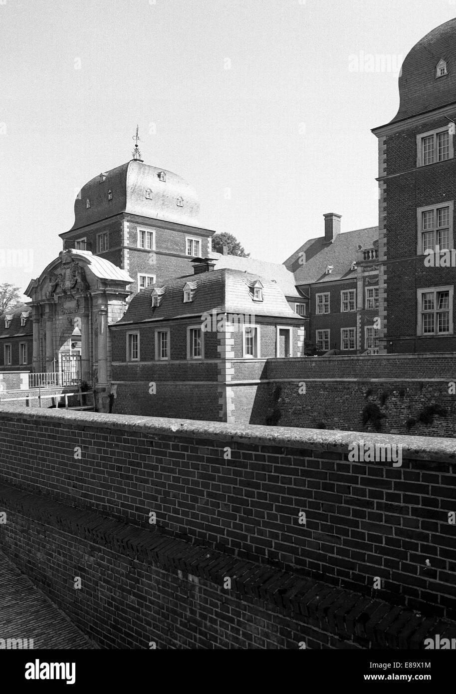 Achtziger Jahre, Wasserschloss in Ahaus, Muensterland, Nordrhein-Westfalen - Stock Image