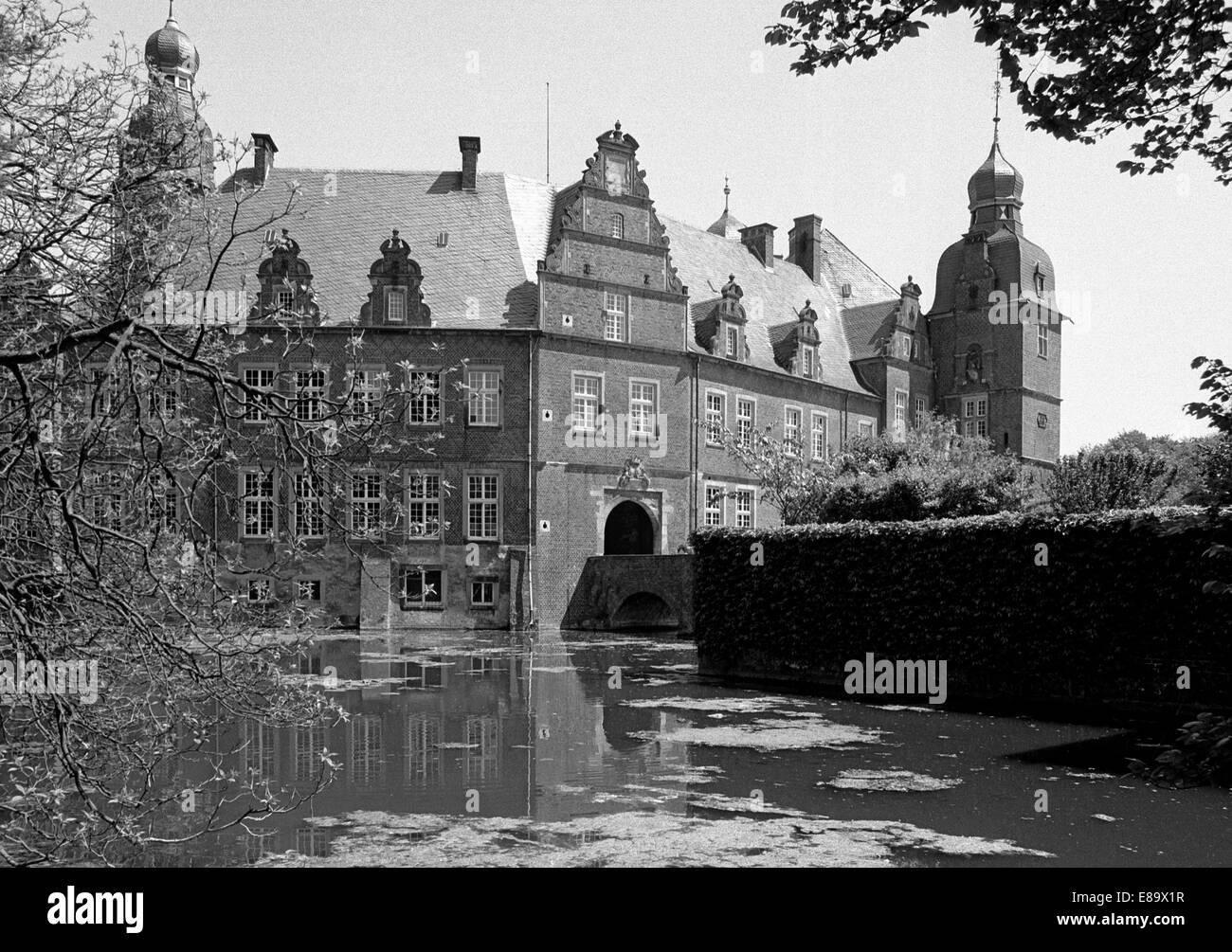 Achtziger Jahre, Wasserschloss Darfeld in Rosendahl, Muensterland, Nordrhein-Westfalen - Stock Image