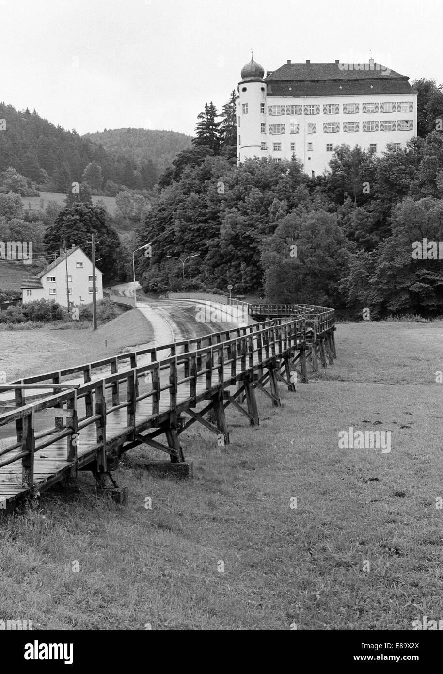 Achtziger Jahre, Schloss der Herren von Enzberg in Muehlheim an der Donau, Naturpark Obere Donau, Schwaebische Alb, - Stock Image