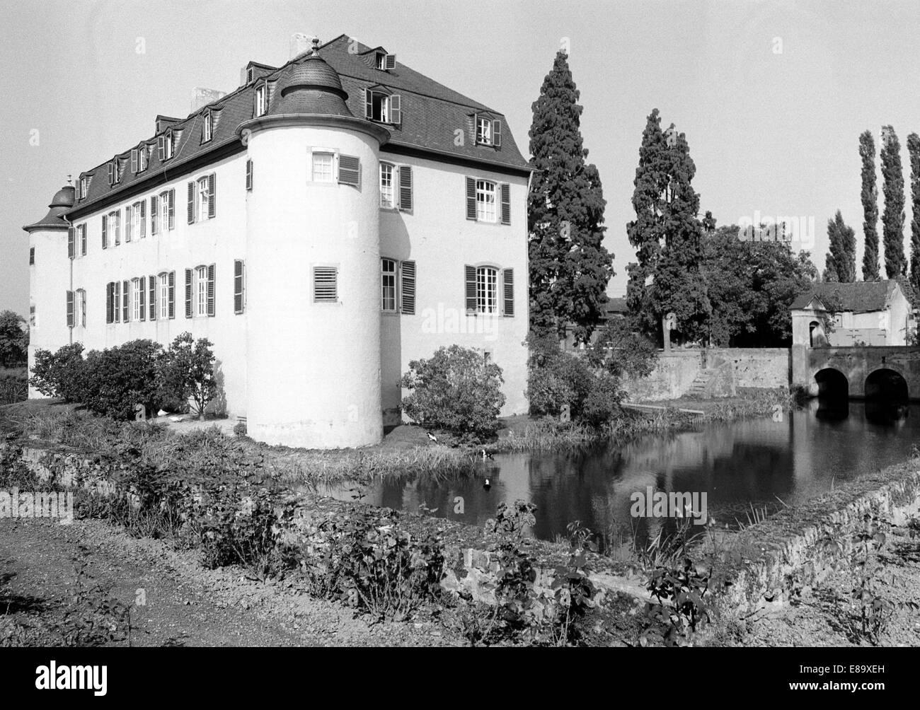 Achtziger Jahre, Wasserburg Lueftelberg in Meckenheim, Naturpark Rheinland, Nordrhein-Westfalen - Stock Image