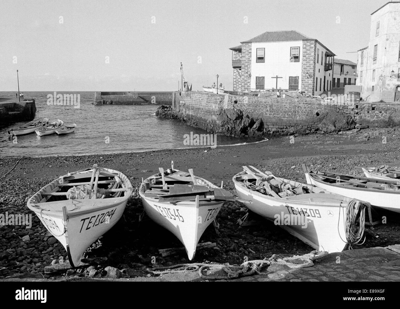 Achtziger Jahre, Fischerboote im Fischereihafen von Puerto de la Cruz, Teneriffa, Kanarische Inseln, Spanien - Stock Image