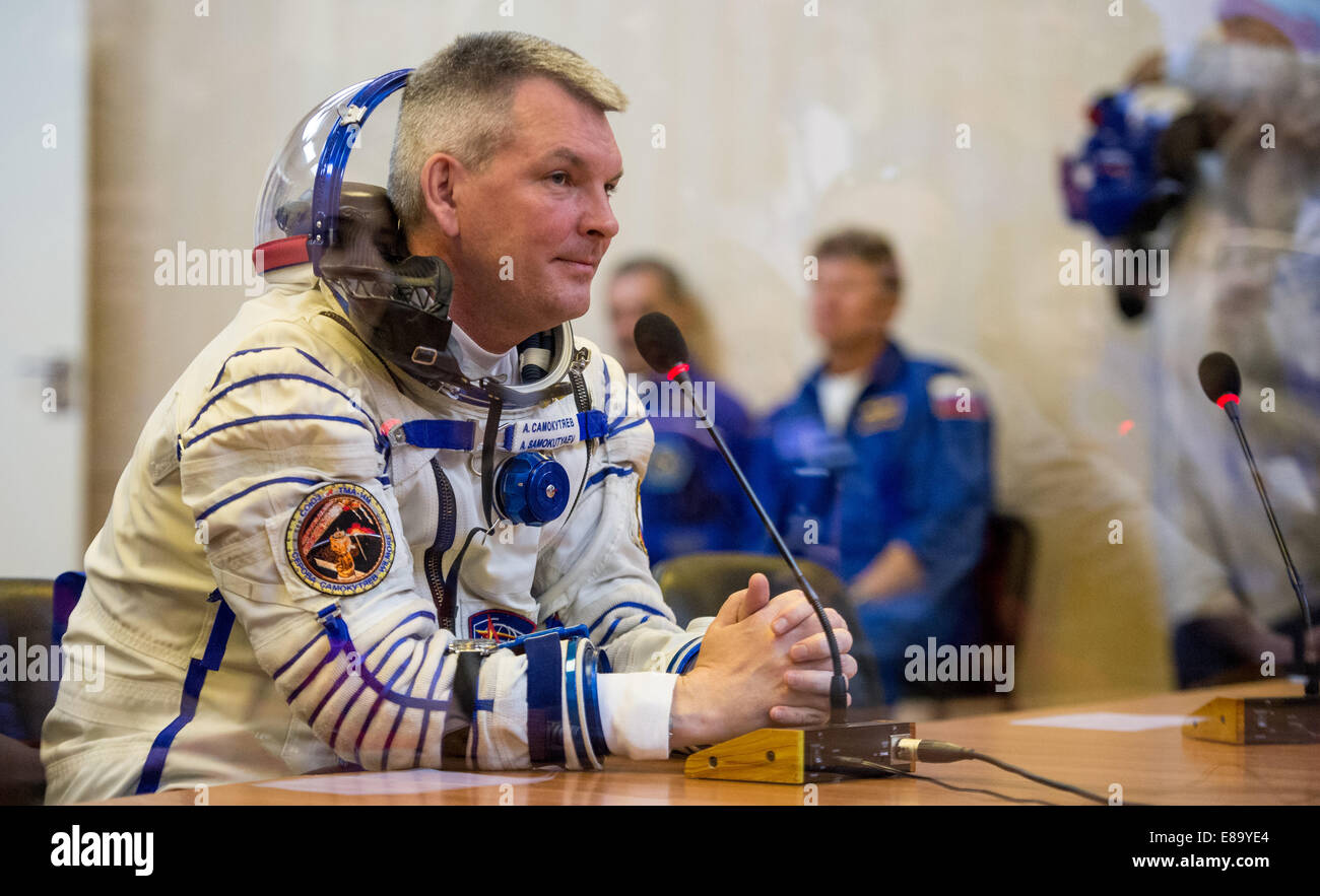 Expedition 41 Soyuz Commander Alexander Samokutyaev of the Russian Federal Space Agency (Roscosmos) speaks with - Stock Image