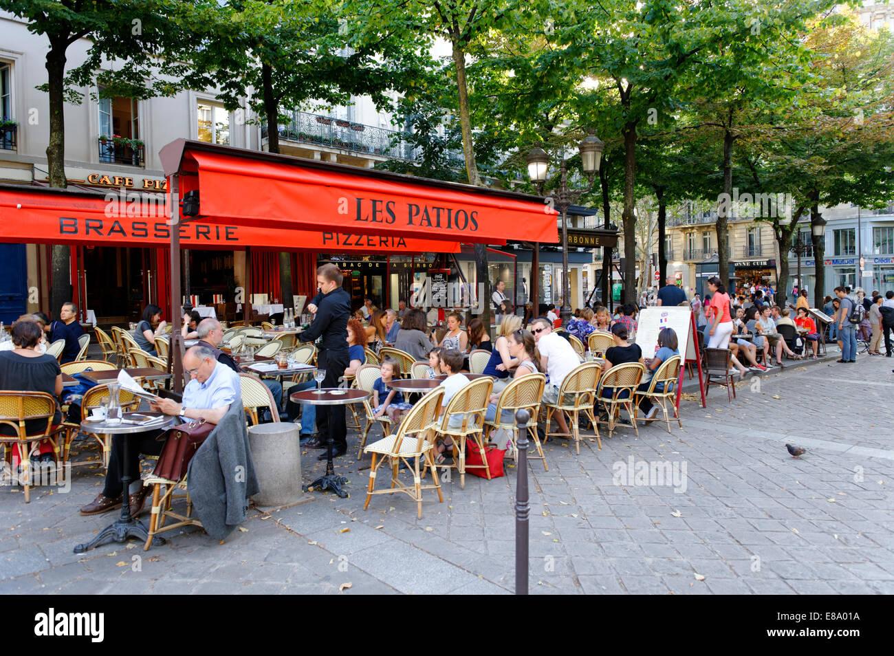 Square with outdoor cafés, Rue des Ecoles, Sorbonne, 5th Arrondissement Latin Quarter, Paris, France - Stock Image
