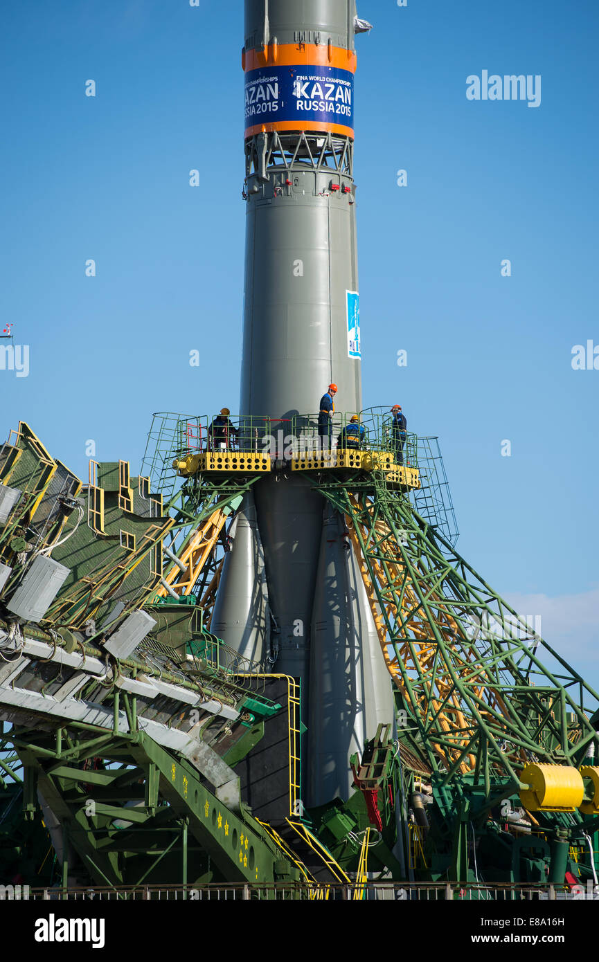 Workers prepare to raise the gantry arms to secure the Soyuz TMA-14M spacecraft at the launch pad Sept. 23, 2014 - Stock Image
