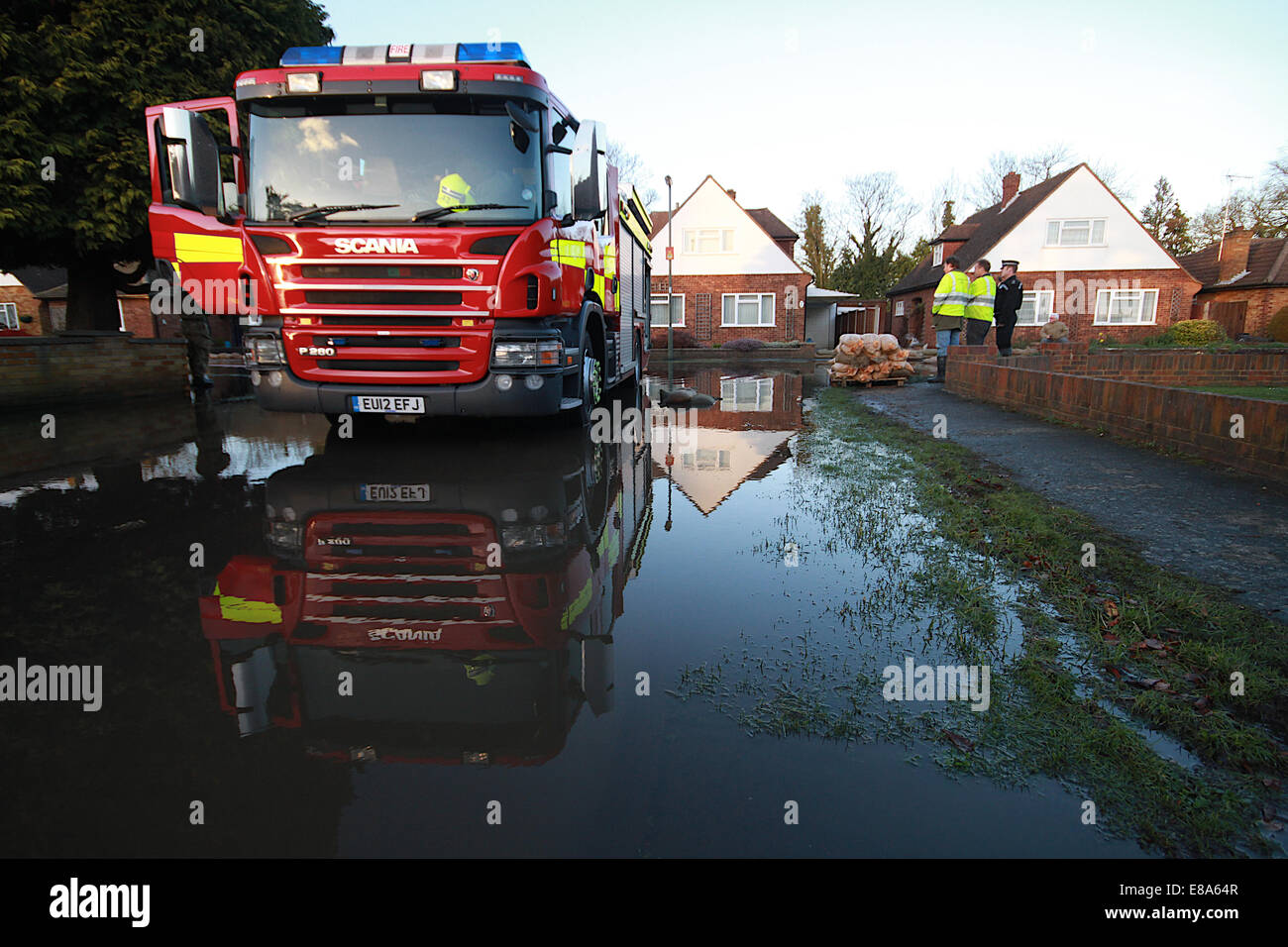 Fire and Rescue in Chertsey pumping water out. - Stock Image