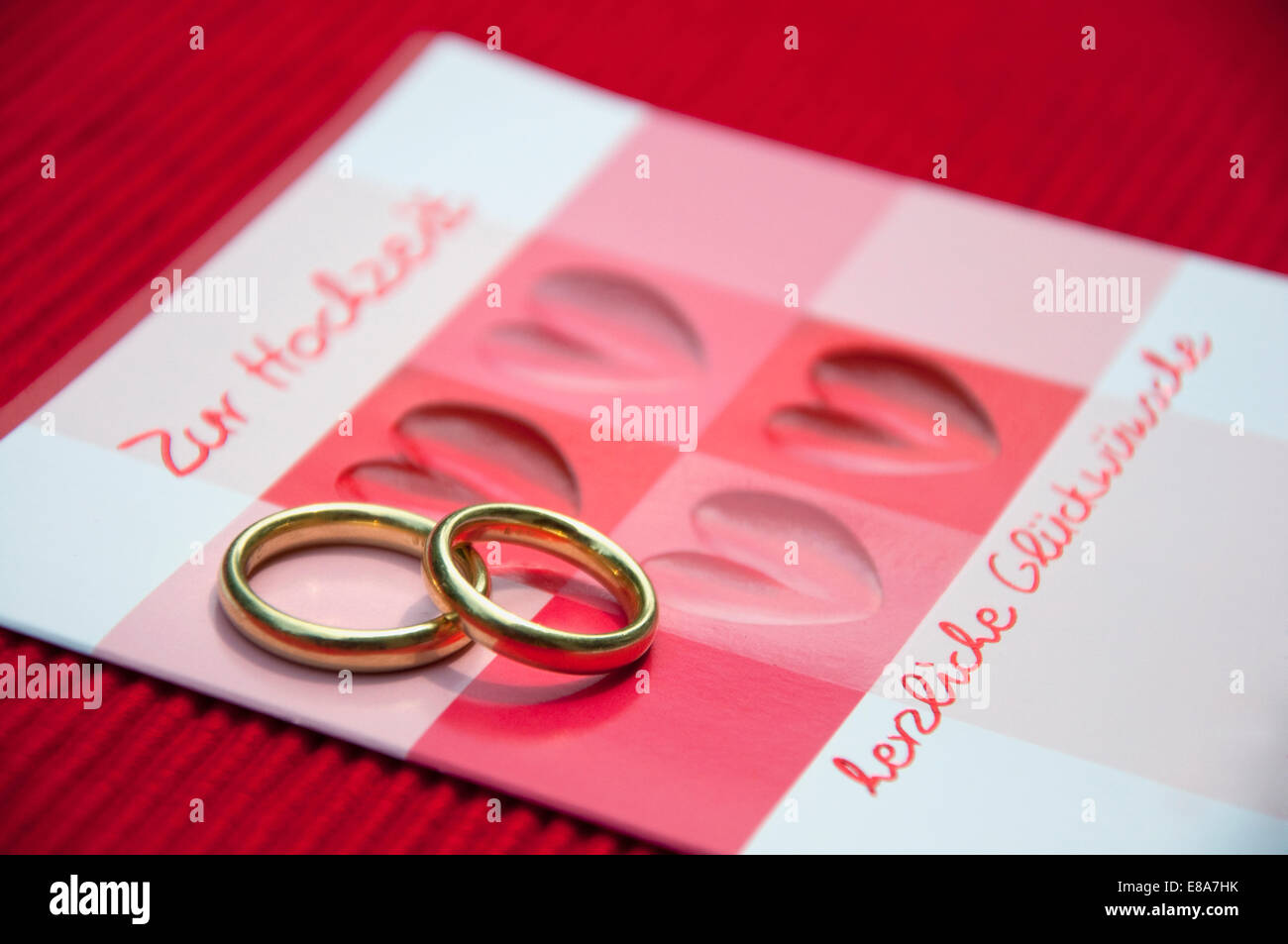 Gold Wedding Rings Heart Card Stock Photos & Gold Wedding Rings ...
