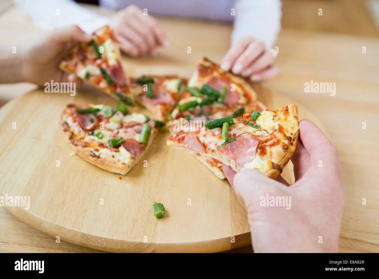 Family sharing a pizza - Stock Image