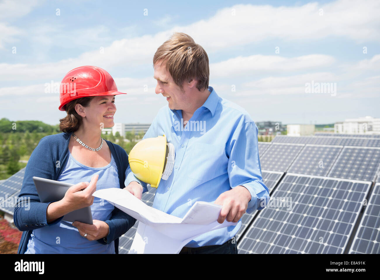 Female architect meeting client solar energy panel - Stock Image